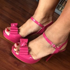 Michaelangelo pink patent bow strappy sandals 7.5